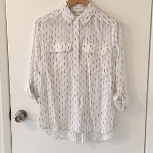 Two by Vince Camuto roll sleeve blouse sz XS